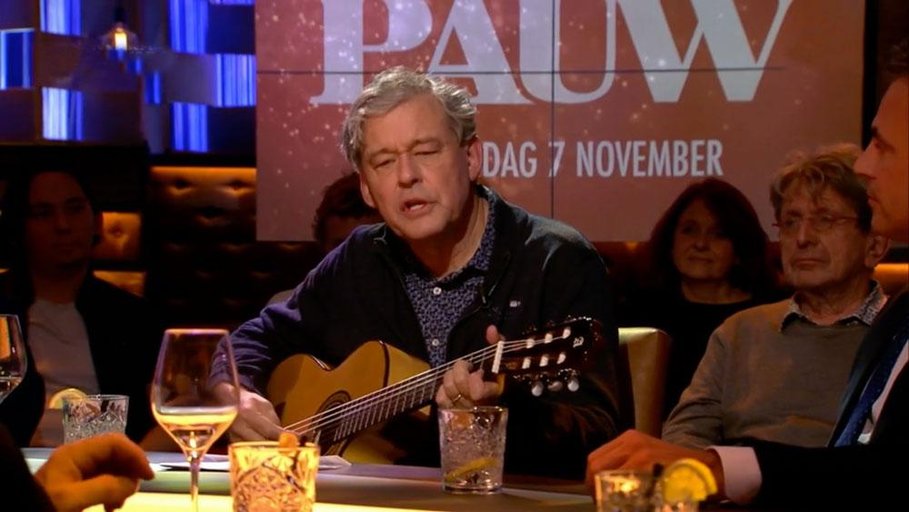 Charles Groenhuijsen Gaat Zingend Het Theater In